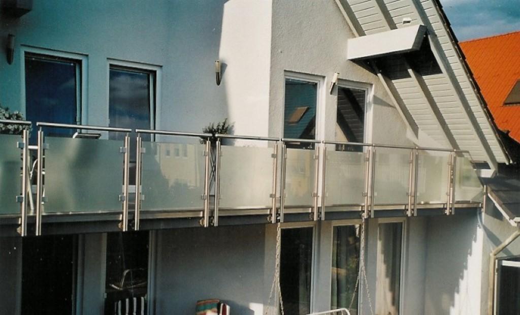 http://creativmetall-modritsch.de/Originale/balkon1.jpg