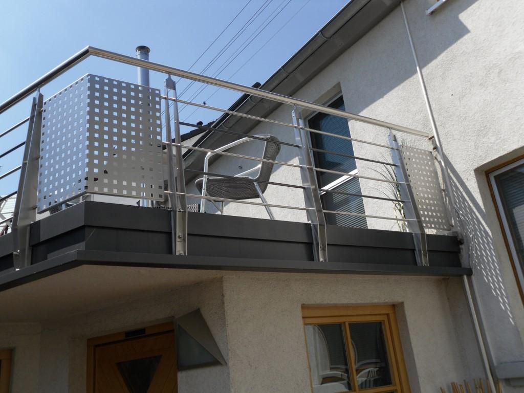 http://creativmetall-modritsch.de/Originale/balkon4.JPG