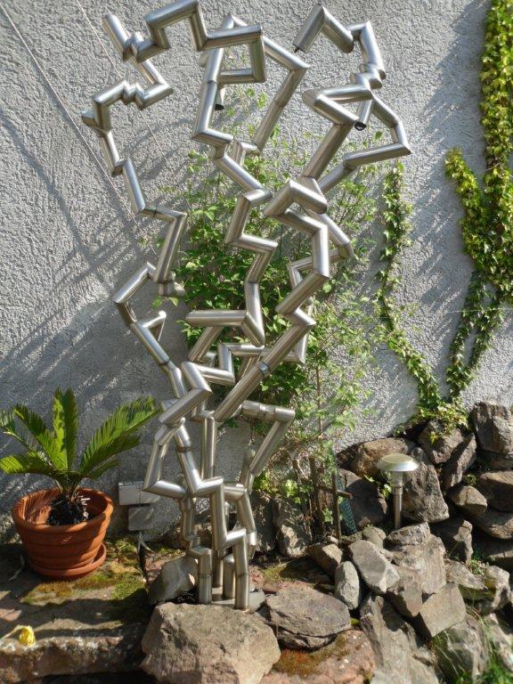 http://creativmetall-modritsch.de/Originale/skulptur.JPG
